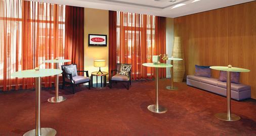 Adina Apartment Hotel Berlin Checkpoint Charlie - Berliini - Olohuone