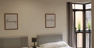 Hostal Palacios - Toledo - Bedroom