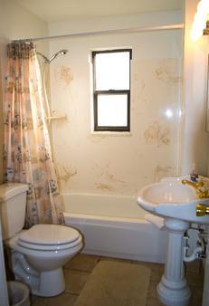 Desert Canyon Inn - Page - Bathroom