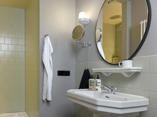 25hours Hotel Hamburg Altes Hafenamt - Hamburg - Bathroom
