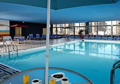 Skyline Hotel - New York - Pool