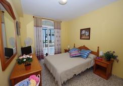 Hostal Azahara - Nerja - Bedroom