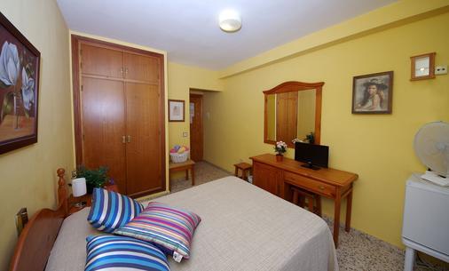 Hostal Azahara - Nerja - Schlafzimmer