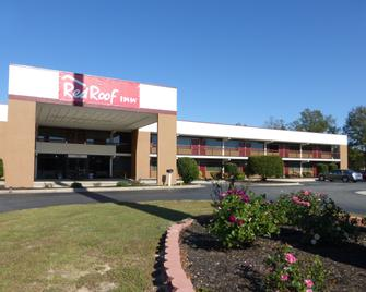 Red Roof Inn Kenly - Kenly - Building