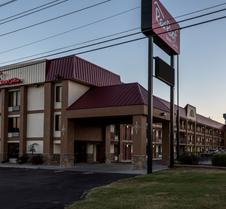 Red Roof Inn & Suites Pigeon Forge - Parkway