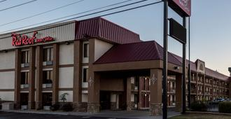 Red Roof Inn & Suites Pigeon Forge - Parkway - Pigeon Forge - Gebäude