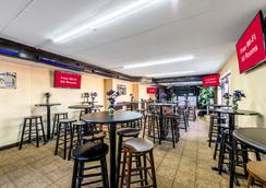 Red Roof Inn & Suites Pigeon Forge - Parkway - Pigeon Forge - Bar