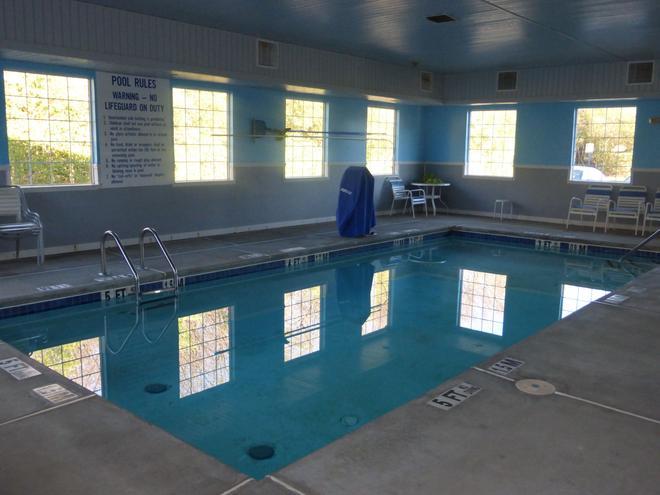 Red Roof Inn & Suites Madison, GA - Madison - Pool