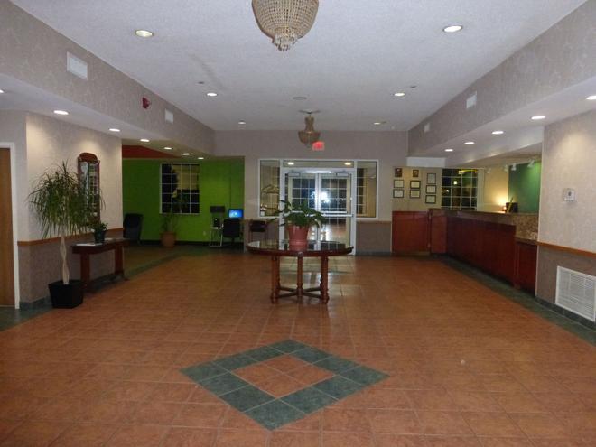 Red Roof Inn & Suites Madison, GA - Madison - Lobby