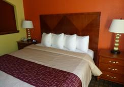Red Roof Inn & Suites Madison, GA - Madison - Bedroom