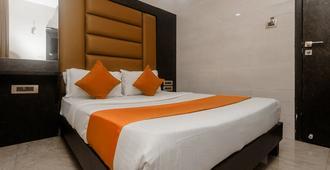 Hotel Karishma Dadar - Mumbai - Bedroom