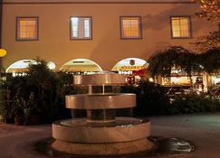 Hotel Goldener Brunnen - Klagenfurt - Building