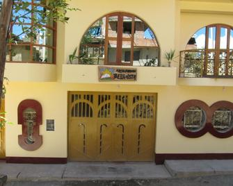 Alojamiento Bella-Vista - Уарас - Building