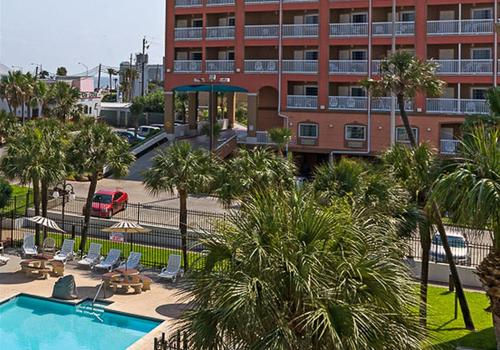 Quality Inn And Suites Beachfront A