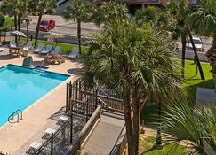Quality Inn and Suites Beachfront - Galveston - Byggnad