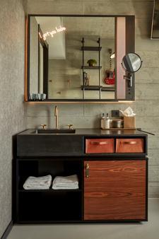Sir Adam Hotel, Amsterdam, a Member of Design Hotels - Amsterdam - Bathroom