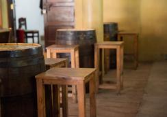 Q-Bar & Guest House - Dar Es Salaam - Restaurant