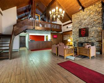 Red Roof Inn & Suites Hazleton - Hazleton - Lobby