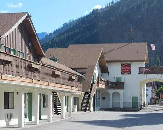 Fairbridge Inn & Suites - Leavenworth - Building