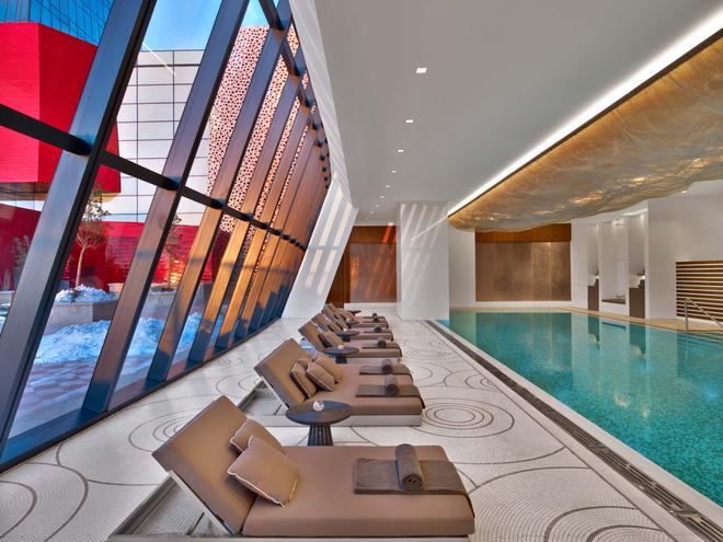 Fairmont Baku Flame Towers - Baku - Pool
