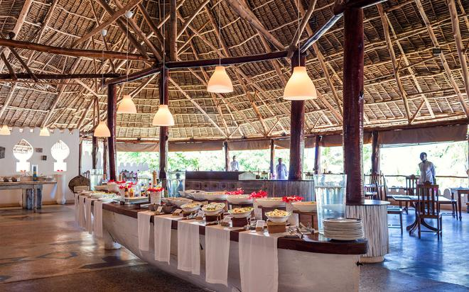 拉吉瑪戴爾鑽石式渡假村 - 南威 - 納恩戈薇 - 自助餐