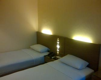 Amans Hotel - Ambon - Bedroom