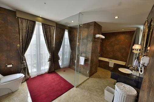 Amaroossa Royal Bogor - Bogor - Bathroom