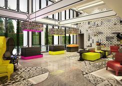 曼谷考山路韋恩泰宜必思尚品酒店 - 曼谷 - 大廳