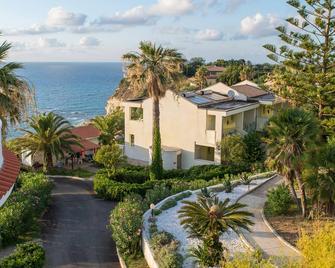 Hotel Villaggio Stromboli - Ricadi - Gebäude