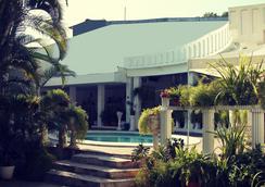 Hotel Grecia Real - San Salvador - Vista del exterior