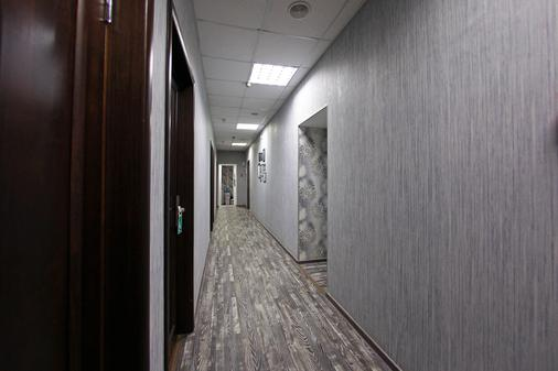 White & Black Home - Saint Petersburg - Hallway