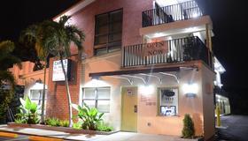 Carl's El Padre Motel - Miami - Edificio