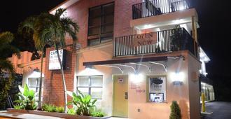 Carl's El Padre Motel - Miami - Gebäude