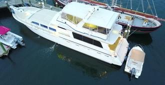 Ocean Romance Dockside Bed & Breakfast Yacht - นิวพอร์ต - อาคาร