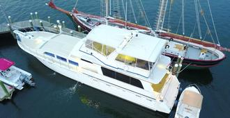 Ocean Romance Dockside Bed & Breakfast Yacht - Newport - Bangunan