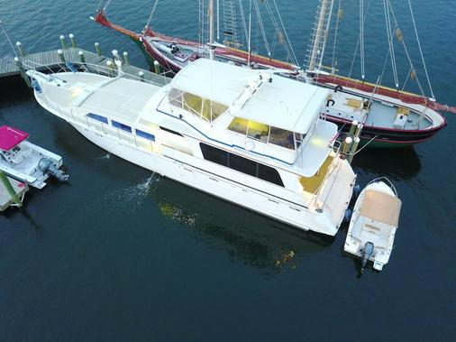 Ocean Romance Dockside Bed & Breakfast Yacht - Newport - Building