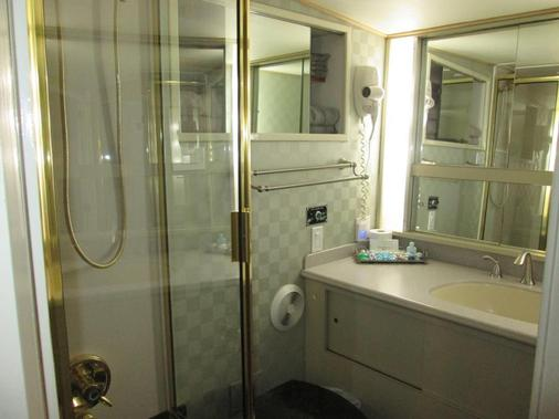 Ocean Romance Dockside Bed & Breakfast Yacht - Newport - Bathroom