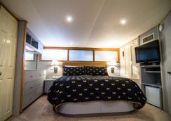 Ocean Romance Dockside Bed & Breakfast Yacht - Newport - Phòng ngủ