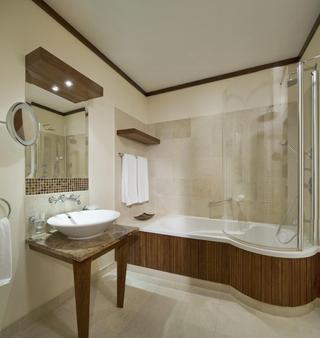 Mamaison Hotel Le Regina Warsaw - Warsaw - Bathroom