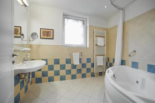 馬爾邁松安德拉西布達佩斯酒店 - 布達佩斯 - 布達佩斯 - 浴室