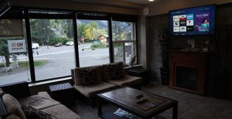 Banff International Hostel - Banff - Lounge