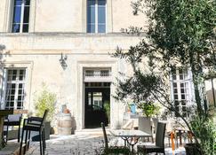 Au Vin Chambré - Orange - Building