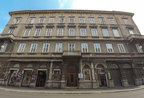 Nuovo Albergo Centro - Trieste - Building