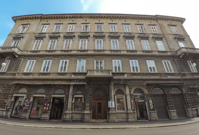 Nuovo Albergo Centro - Trieste - Edificio