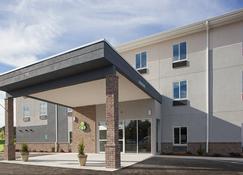 Iris Garden Inn - Garden City - Building