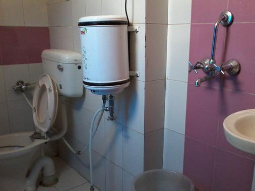 Hotel Abhiraj Palace - Jaipur - Bathroom