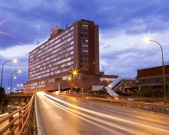 Hotel Weare Chamartín - Madrid - Building
