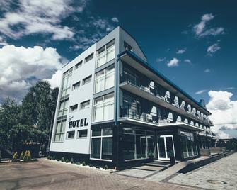 Sport-Hotel Zinedine - Oezjhorod - Gebouw