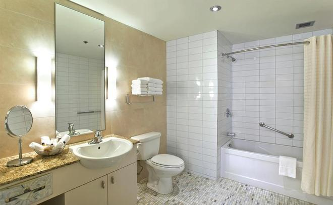 Le Square Phillips Hotel And Suites - Монреаль - Ванная
