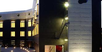 Black Hotel - Rome - Building